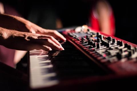 keyboard-piano-musician