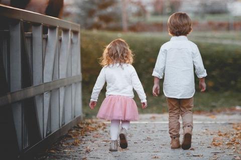 sidewalk-leaf-child