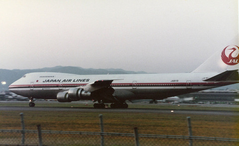 JA8119_at_Itami_Airport_1984