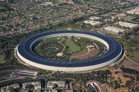 1200px-Aerial_view_of_Apple_Park_dllu