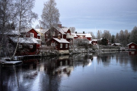 sweden-sundborn-landscape-country-cottages-lake