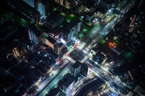 downtown-traffic-night-night